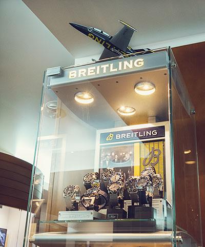 Витрина Breitling